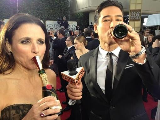 Mario Lopez and Julia Louis-Dreyfus enjoyed a drink on the red carpet. Source: Twitter user MarioLopezExtra