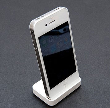 Pictures of the White iPhone 4 Unboxing From Japan