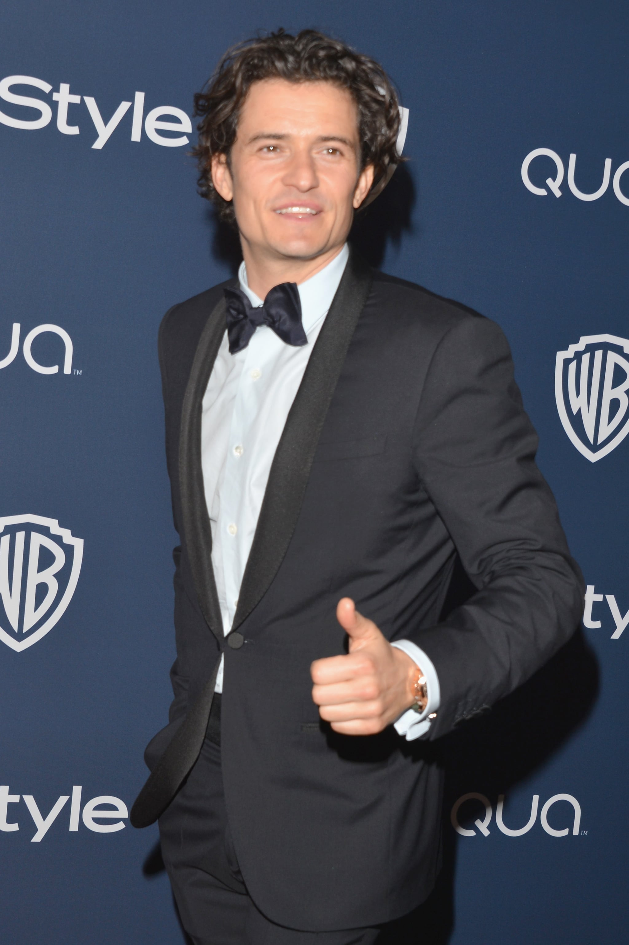 Orlando Bloom gave a thumbs-up on his way into the soiree.
