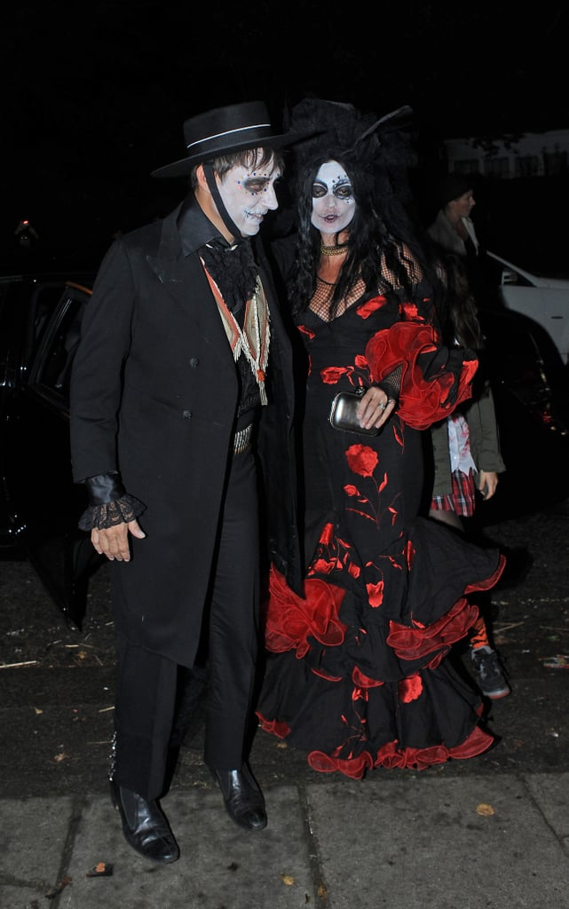 Kate Moss and Jamie Hince dressed as Día de los Muertes figures for Halloween.