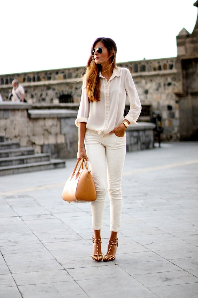An expert take on tone on tone in head to toe neutrals – plus a killer pair of heels — makes us want to copy this look. Source: Lookbook.nu