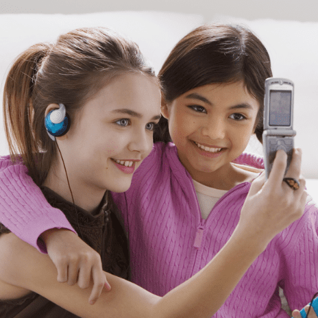 How to Write a Cell Phone Contract For Kids
