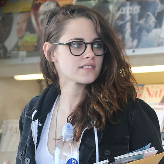 Kristen Stewart Visits a Newsstand in LA | Pictures