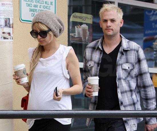 Photo of Pregnant Nicole Richie and Joel Madden at Starbucks in LA