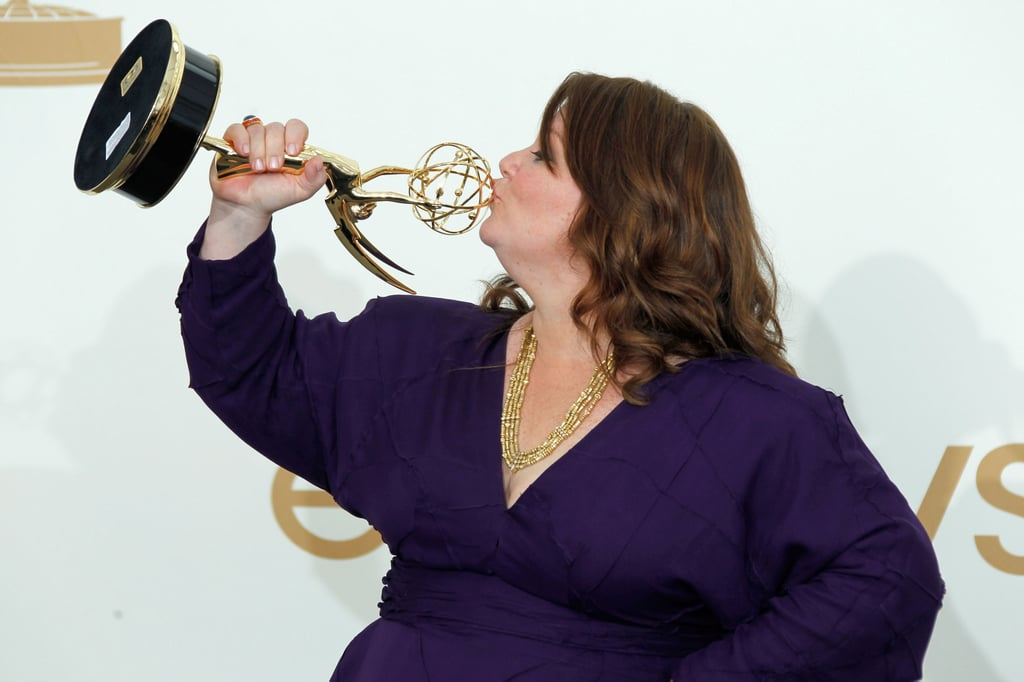 Melissa McCarthy kissed her newly-acquired Emmy award.