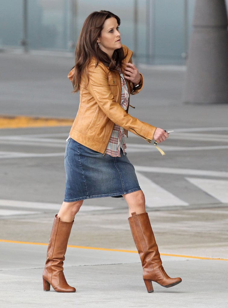 Reese Witherspoon walked around set in costume.