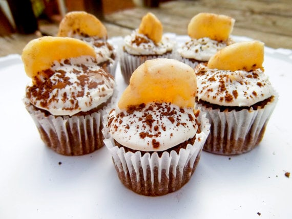 Taking a page from chocolate-banana cake, these carob'nana pupcakes are topped with yogurt frosting, organic unsweetened carob, and an organic unsweetened banana chip.
