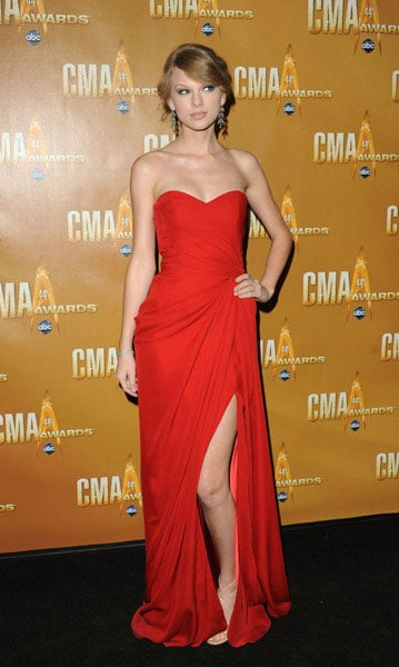 Taylor Swift in strapless red-hot Monique Lhuillier.