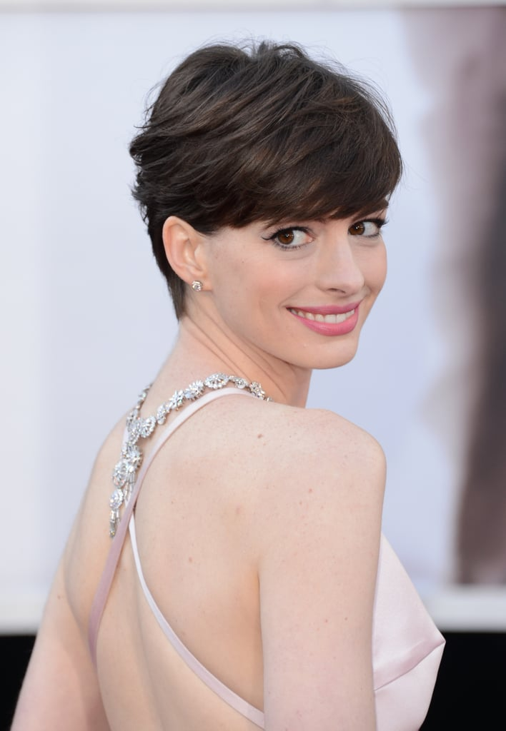 After a wardrobe debacle, Anne went with a pale pink Prada number at the 2013 Oscars. She complemented her last-minute change with a sideswept pixie, winged liner, and a pretty pink lipstick.