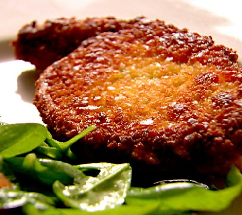 Fast & Easy Recipe for Crunch Pork Chops With Spinach Salad