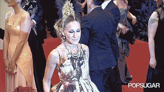 When She Photobombed Sarah Jessica Parker