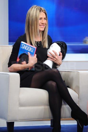 Pictures of Jennifer Aniston on The Early Show Talking About Just Go With It
