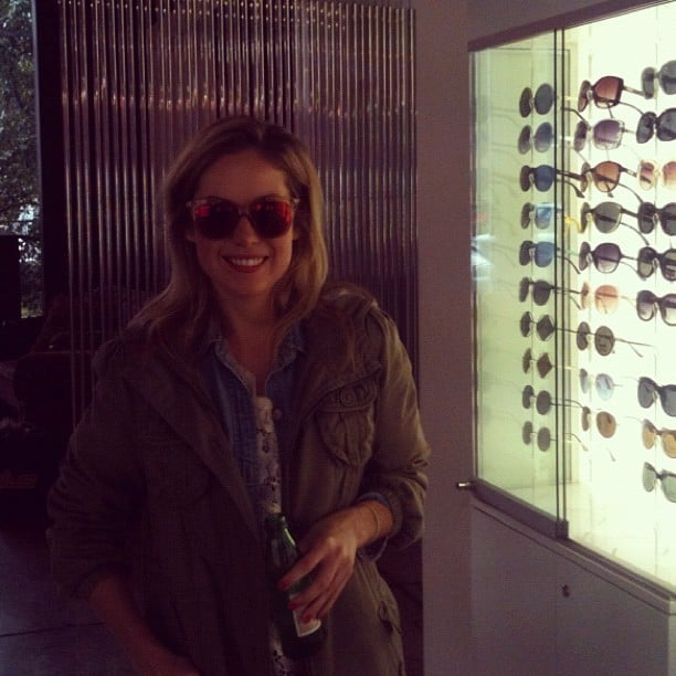 Ali in some mirror lens Le Specs sunnies.
