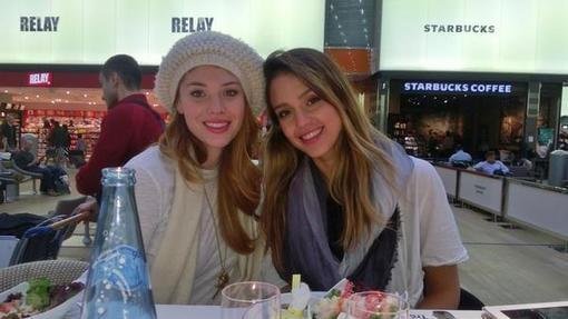 Jessica Alba enjoyed Paris with a friend. Source: Twitter user jessicaalba