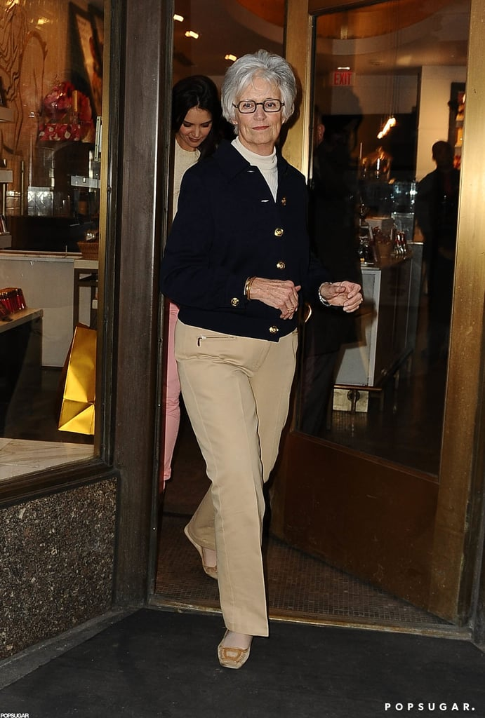 Katie Holmes left a Godiva store with her mom, Kathleen.