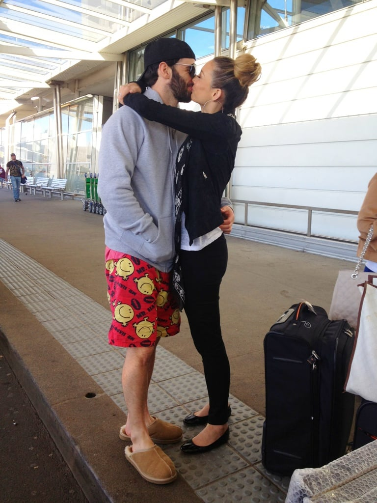 Ricki-Lee Coulter kissed boyfriend Rich Harrison goodbye at the airport. Source: Twitter User TheRickiLee