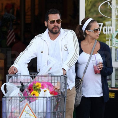 Jessica Alba and Cash Warren Go Grocery Shopping