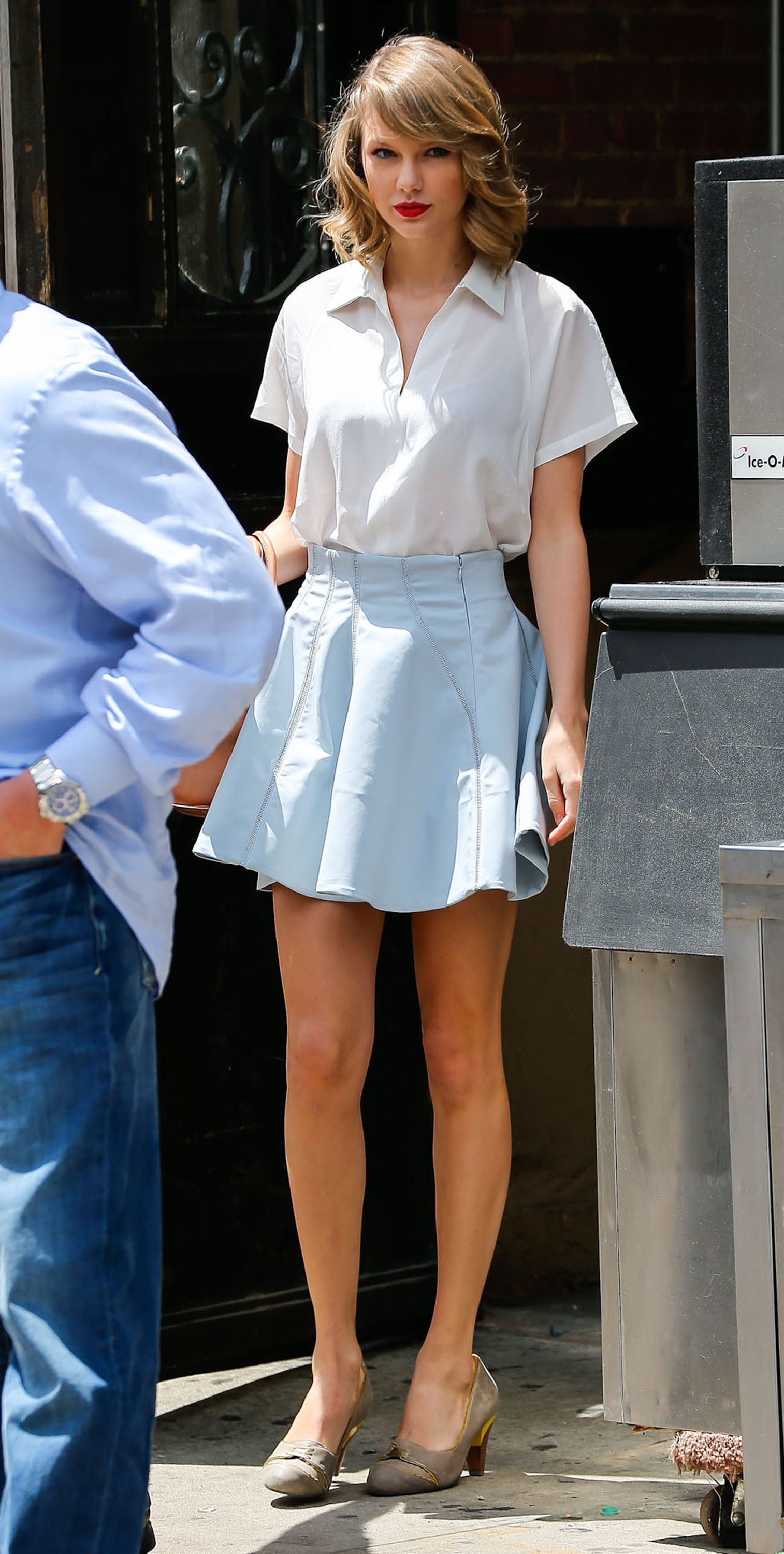 Taylor Swift looked ladylike when she left a gym in NYC on Saturday.