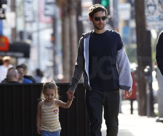 Slide Photo of Tobey Maguire With Ruby in LA 2010-01-11 12:15:00