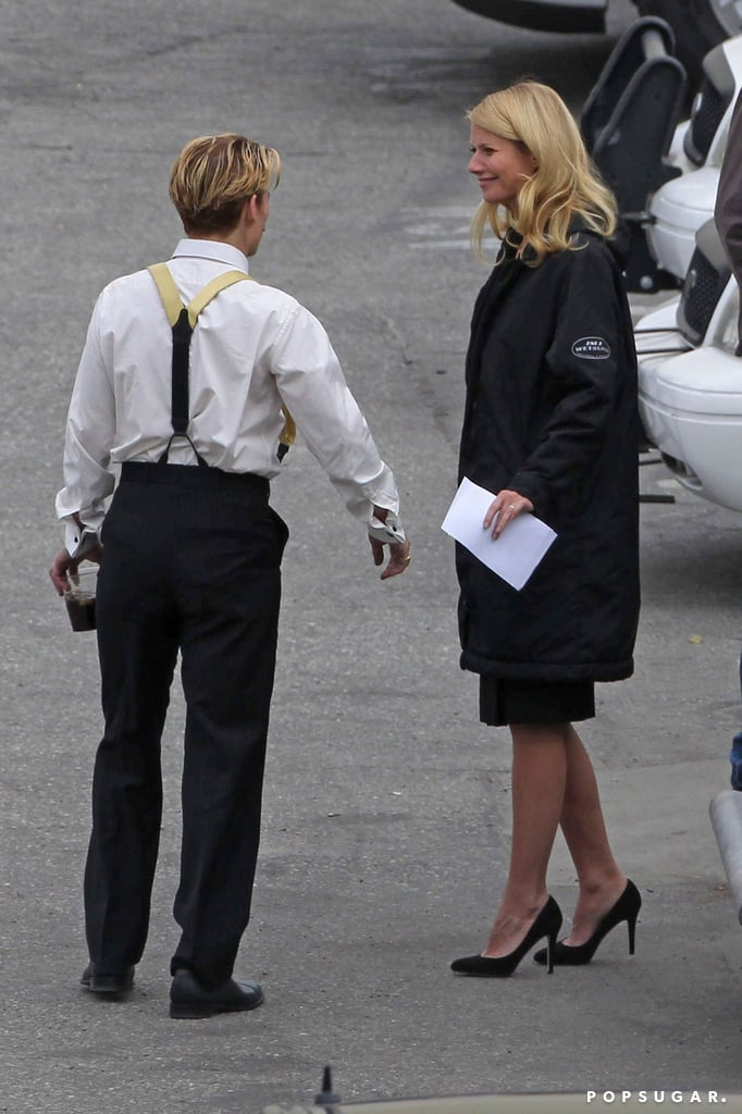 Gwyneth and Johnny chatted while milling around backstage.