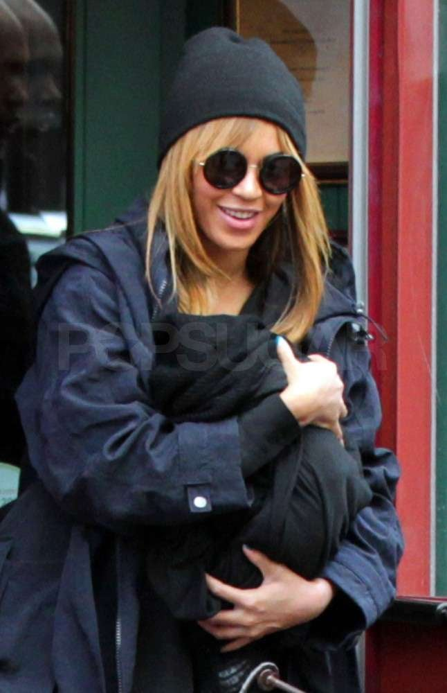 Beyoncé Knowles carried her daughter Blue Ivy Carter close.