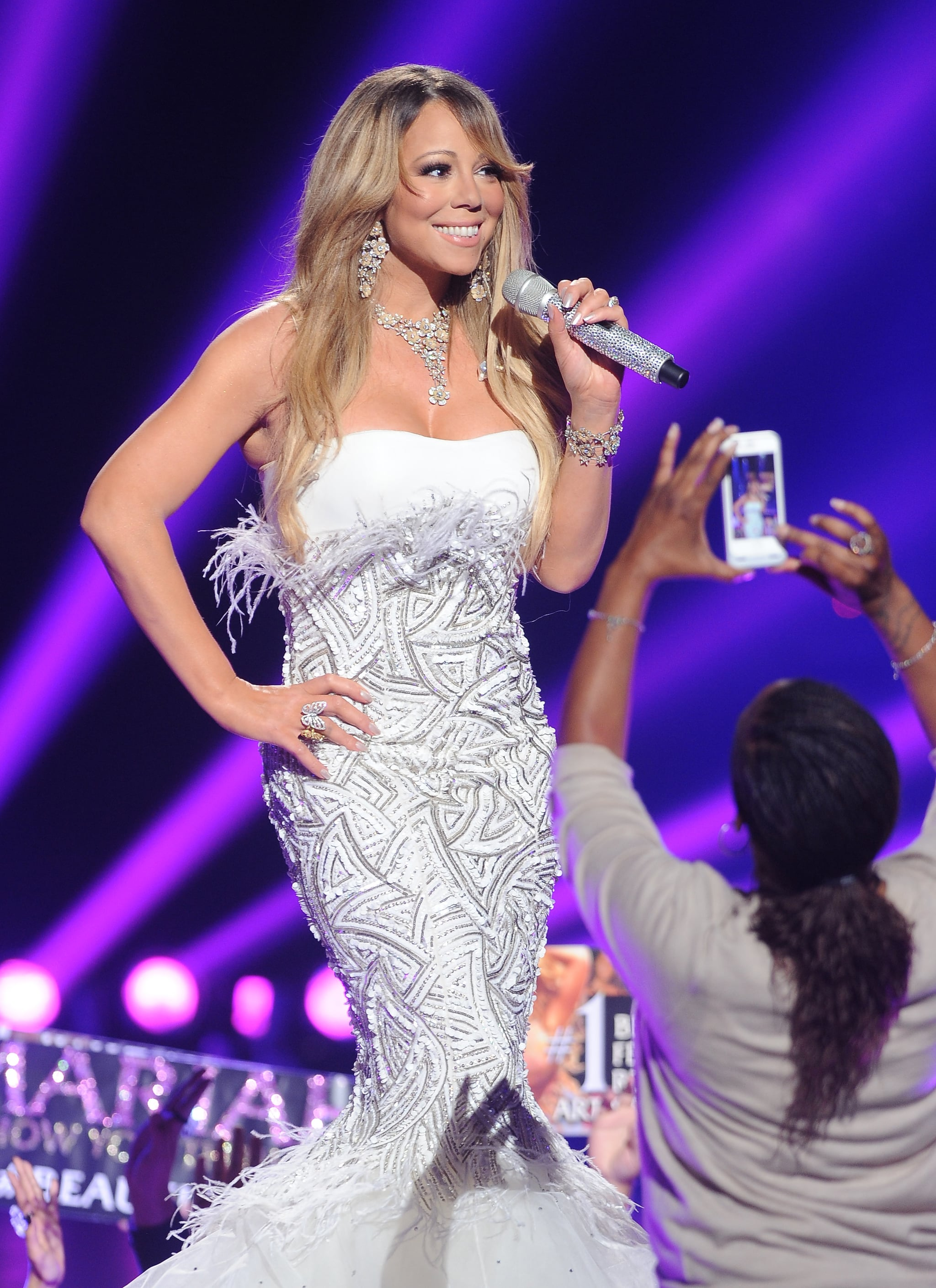 Mariah Carey posed for a fan photo.