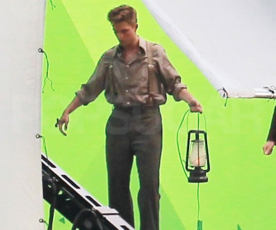 Slide Picture of Robert Pattinson Filming Water For Elephants 2010-07-10 12:30:00