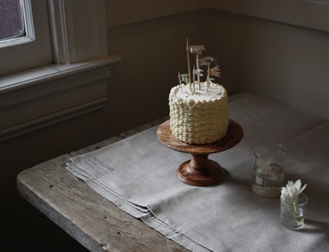 This wooden pedestal is beautiful in its rustic simplicity. Photo by Herriott Grace via Source
