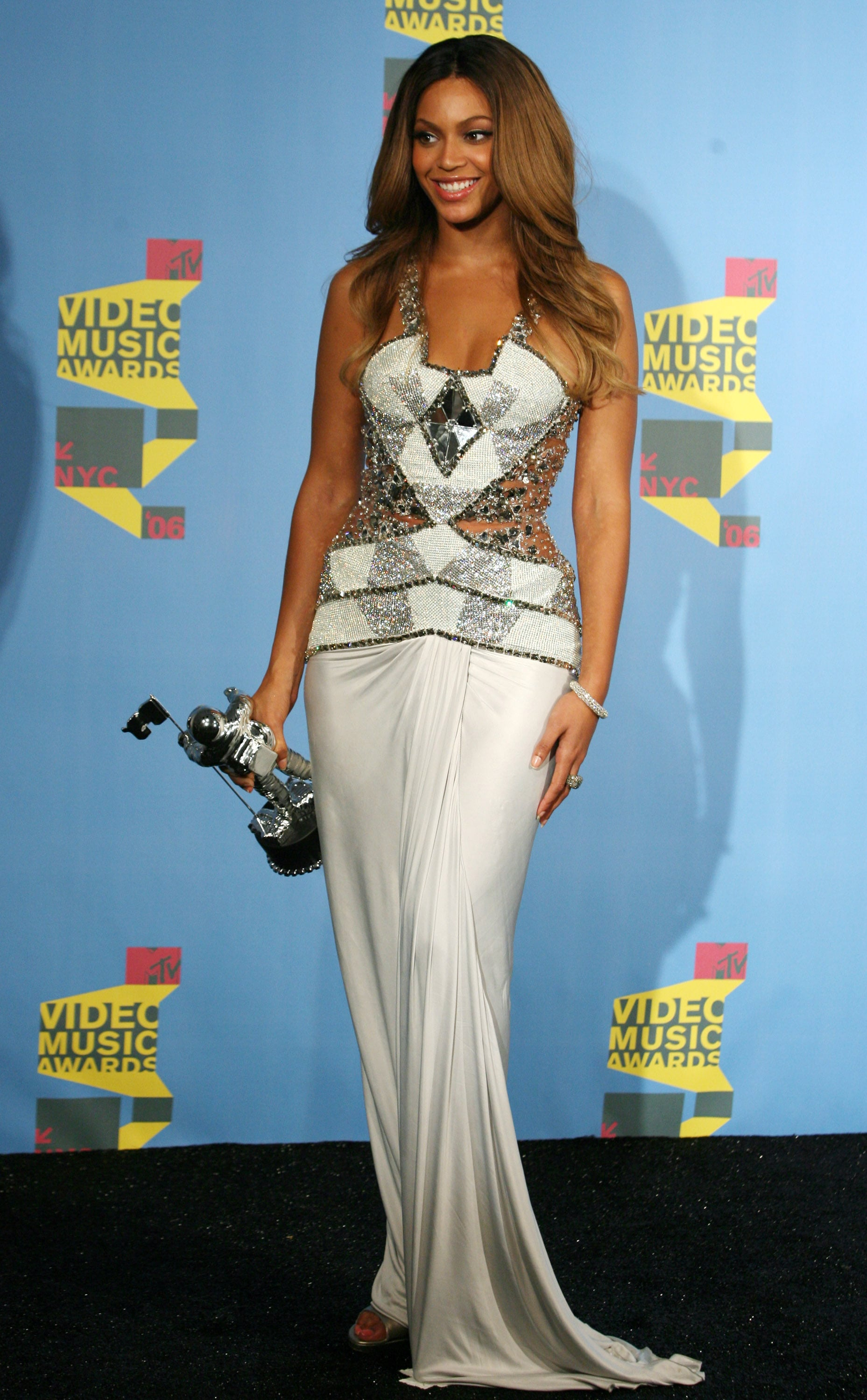 "2006: She took home the best R&B video award for ""Check on It."""
