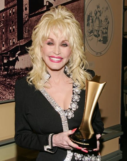 Dolly Parton to Launch Makeup Line