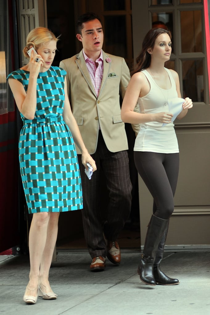 Kelly Rutherford (Lily Bass), Ed Westwick and Leighton Meester on set.