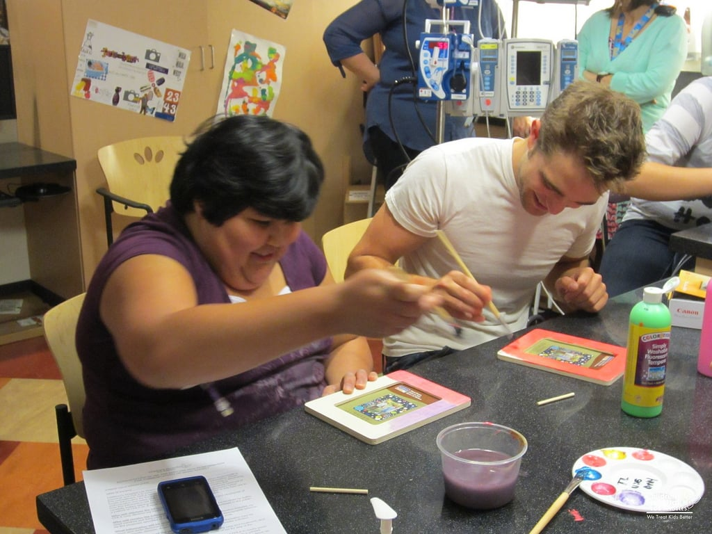 Robert Pattinson painted picture frames with some fans at the children's hospital. Source: Flickr user Children's Hospital Los Angeles
