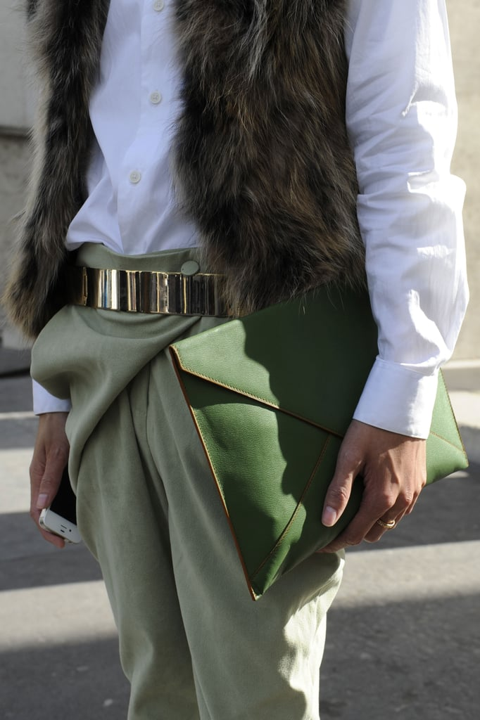 A moss-green clutch echoed the soft green on her pants.