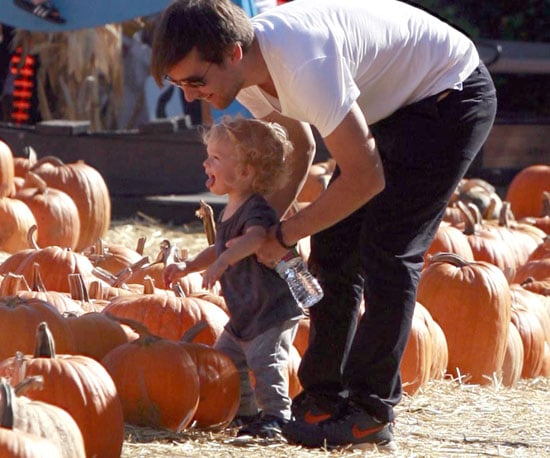 Slide Picture of Tobey Maguire and Otis at Pumpkin Patch