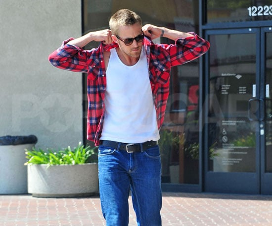 Photo Slide of Ryan Gosling Looking Hot in LA 2009-08-20 16:15:00