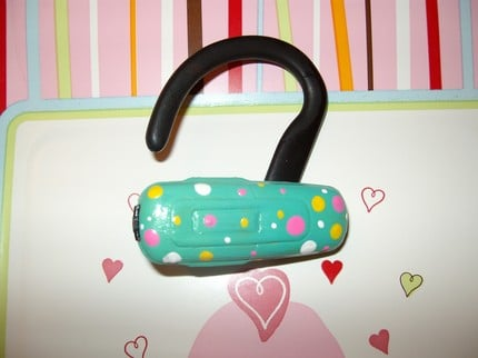 Hand-Painted Bluetooth Earpieces: Totally Geeky or Geek Chic?