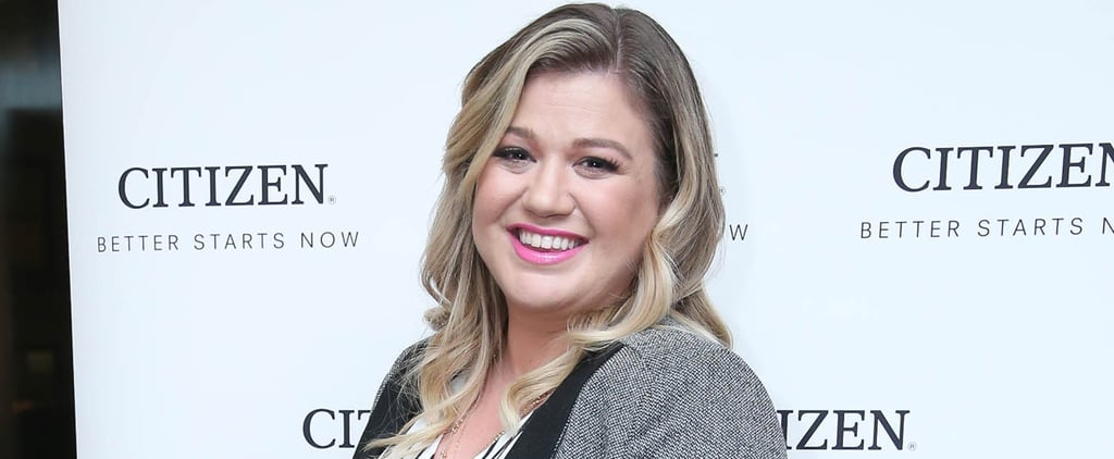 Kelly Clarkson Cradles Her Baby Bump on the Red Carpet
