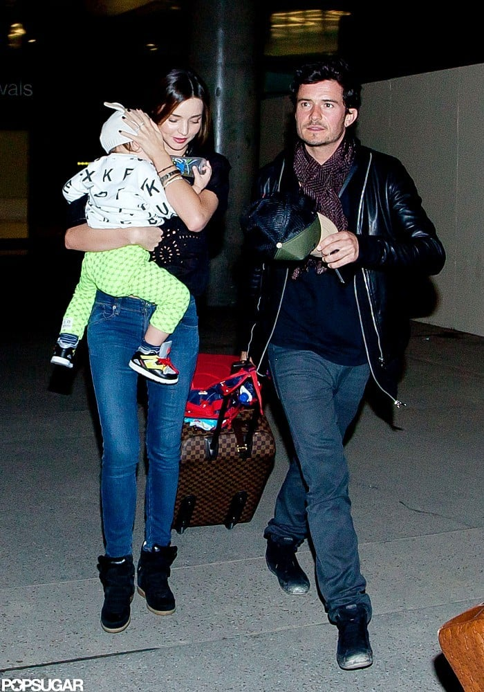 Miranda Kerr carried Flynn Bloom through the airport with Orlando Bloom.