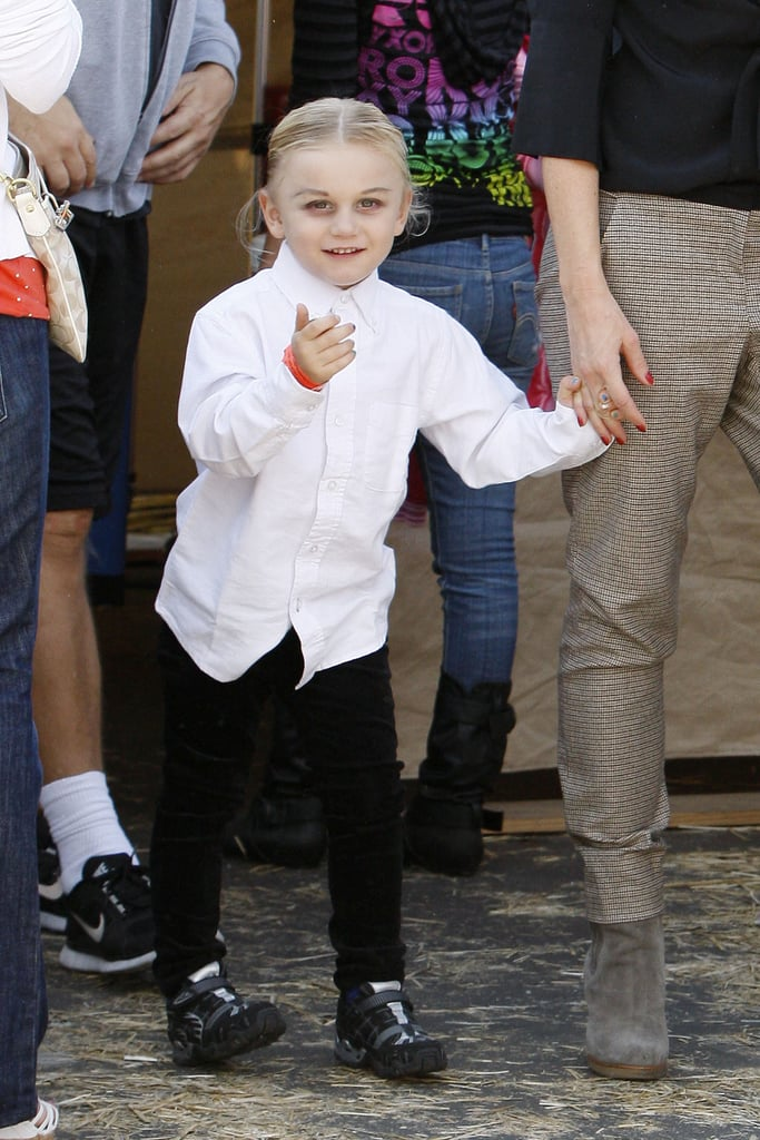 Zuma Rossdale sported his costume at the pumpkin patch.