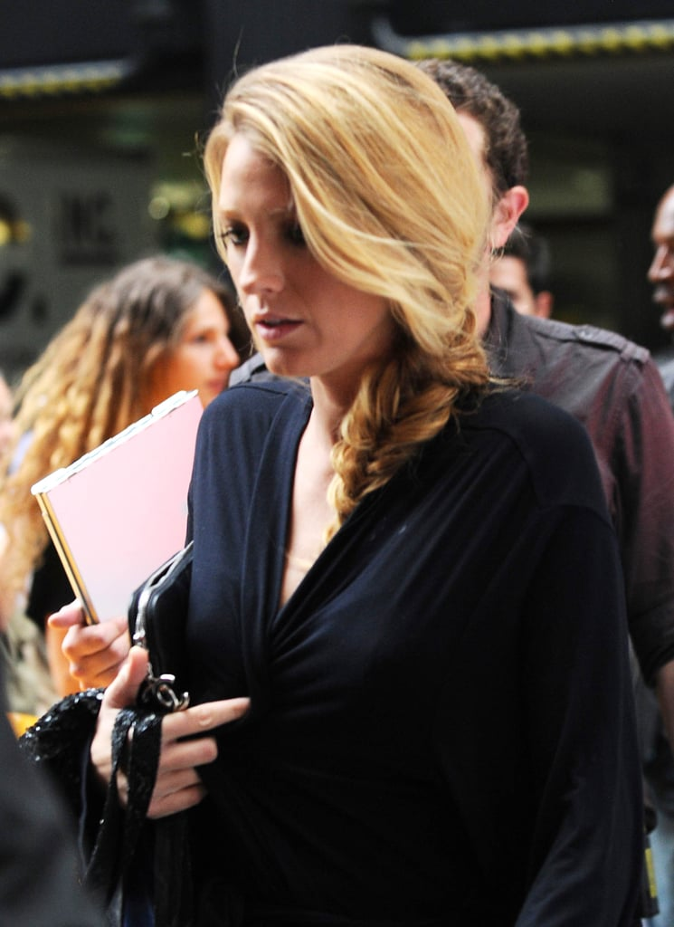 Blake Lively was covered in a black robe on the set of Gossip Girl in NYC.