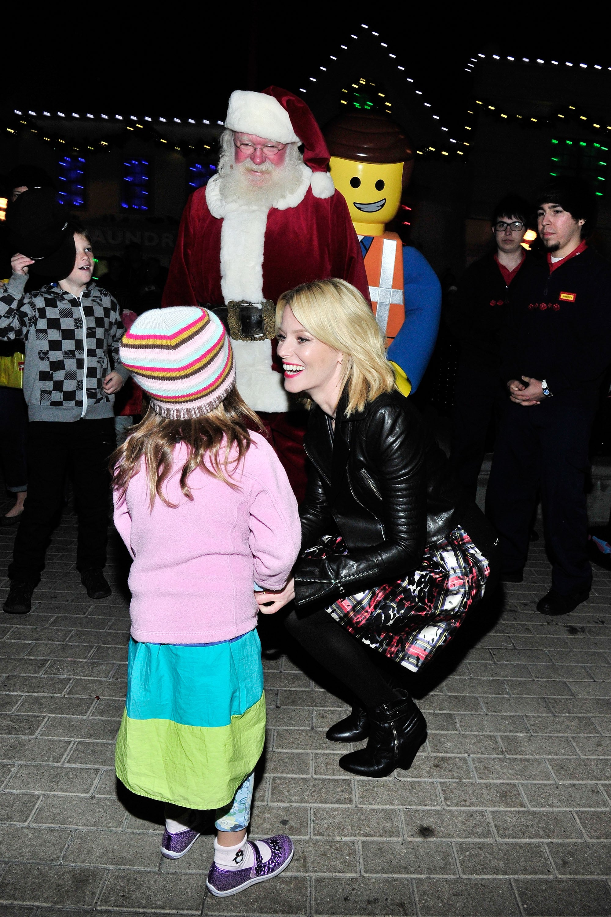 Elizabeth Banks greeted a pint-sized fan at Legoland California's tree lighting ceremony with an assist from Santa and a giant Lego.