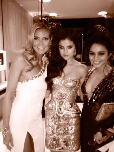 Heidi Klum ran into Selena Gomez and Vanessa Hudgens at the Golden Globes. Source: Twitter user heidiklum