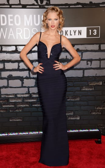 Taylor-Swift-struck-pose-MTV-VMAs-red-carpet