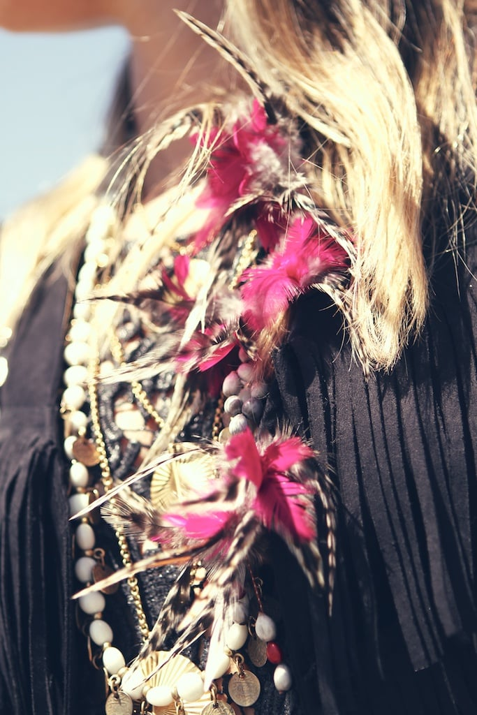 A cool tribal necklace with a modern touch thanks to the hot pink feather detailing.