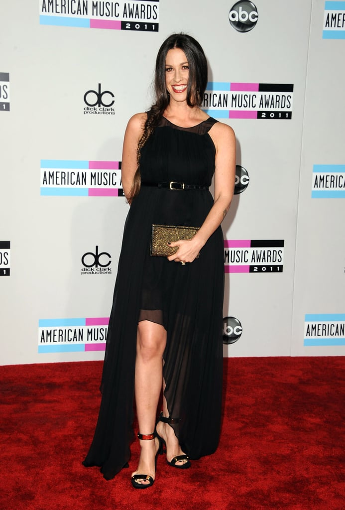 Alanis Morissette went for classic black at the 2011 American Music Awards.