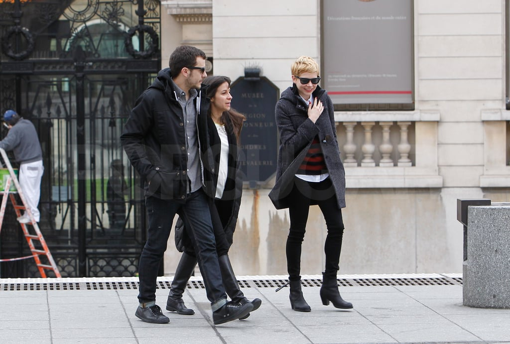 Michelle Williams left the Museé d'Orsay with friends today.