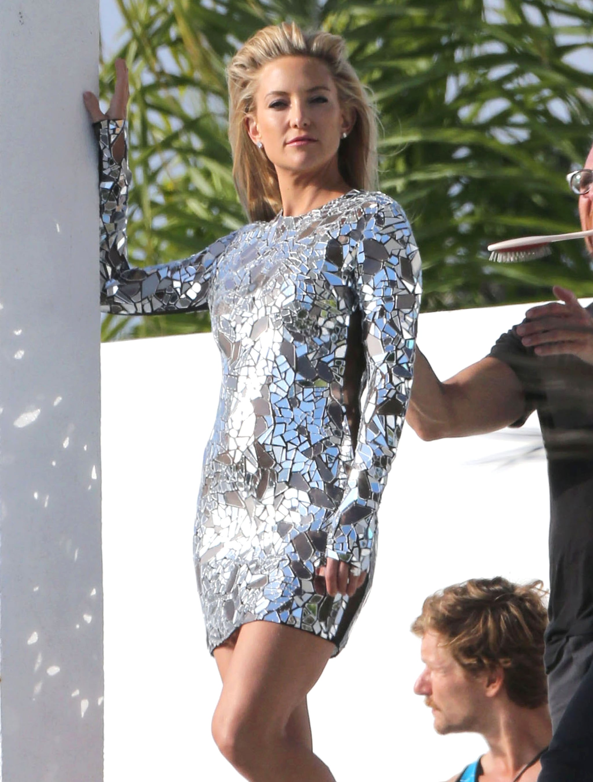 Kate Hudson sported a sexy silver dress for an LA photo shoot.
