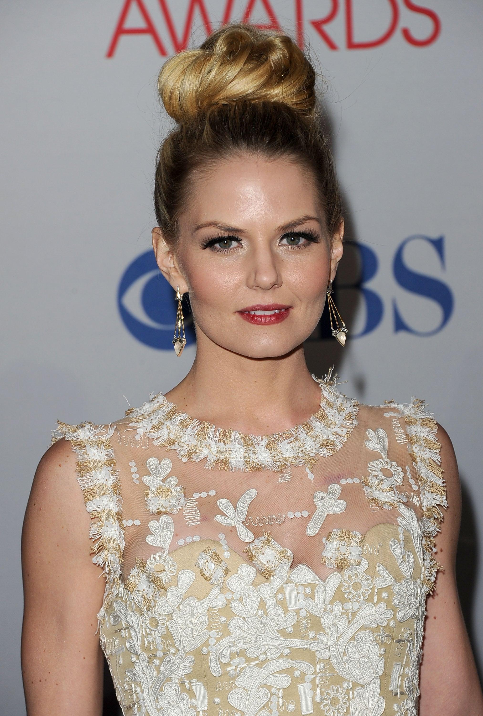 Jennifer Morrison wore a pretty white dress.
