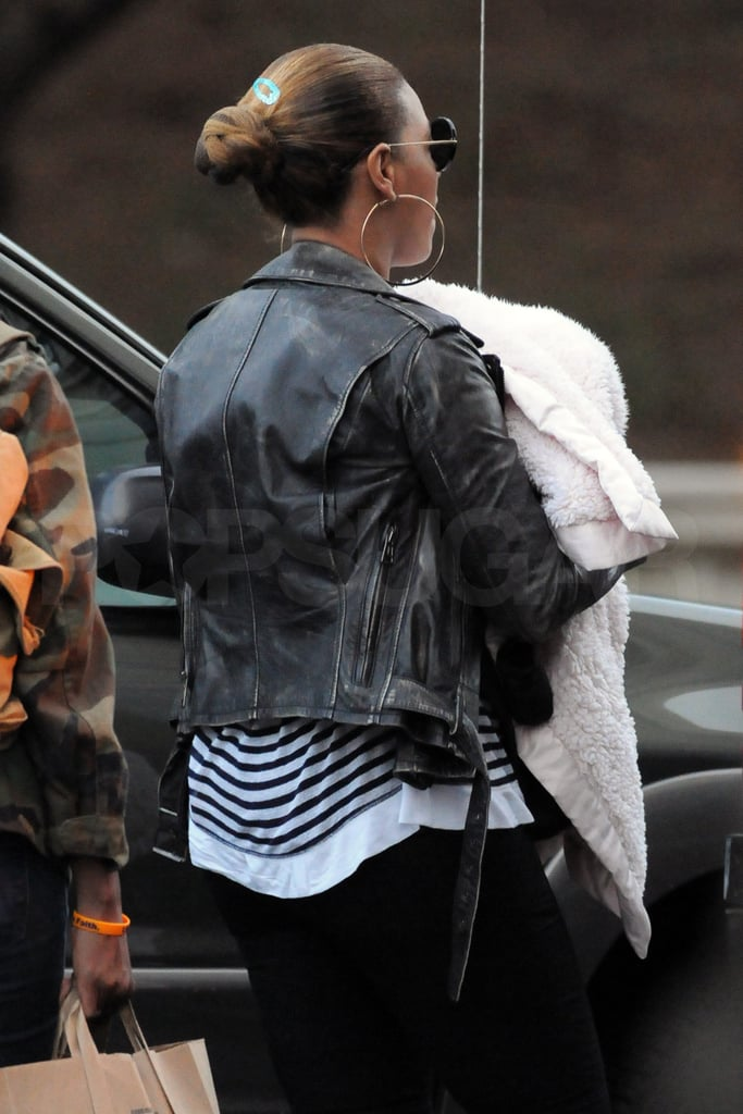 Beyonce Knowles carried daughter Blue Ivy Carter.