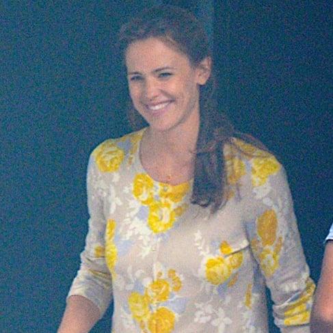 Jennifer Garner Smiling on Set in Atlanta   July 2015